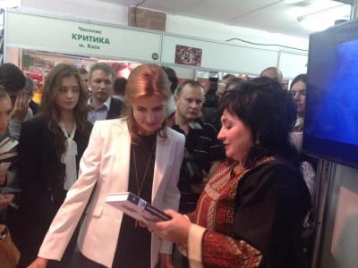 Нову книжку письменниці з Буковини купила дружина президента