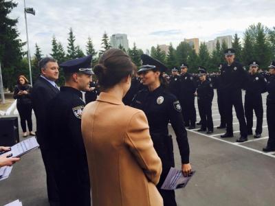 Київським поліцейським вручили нові погони та жетони, як в американських копів (ФОТО)