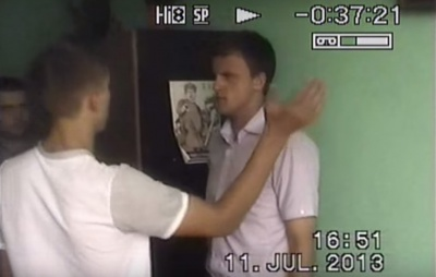 З'явилося відео, де побитий міліціонерами юнак у Сокирянах дає покази прокуратурі