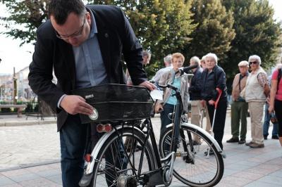Мер Чернівців і чиновники приїхали на роботу на велосипедах (ФОТО)