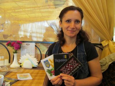 Чернівчанка вишила обкладинку для паспорта Яроша (ФОТО)