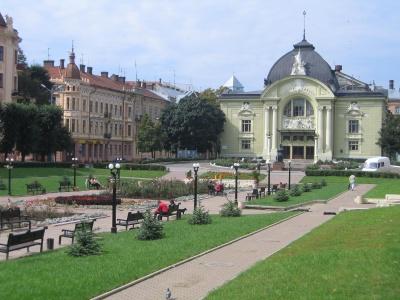 На Театральній площі Чернівців художники проведуть пленер