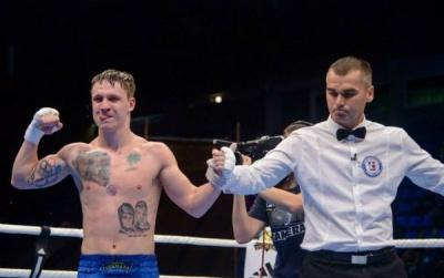 Украинский спортсмен дебютировал с победы в профессиональном боксе