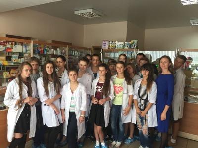 Буковинські ліцеїсти побачили, як працює аптека БДМУ