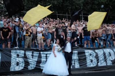 """Домашня гра """"Буковини"""" стала святом — з повними трибунами і справжнім весіллям (ФОТО)"""