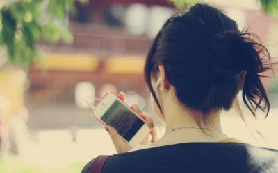 На що вказує залежність від телефону