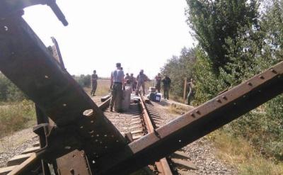 """""""Правий сектор"""" заблокував залізницю до заводу """"Кримський титан"""""""