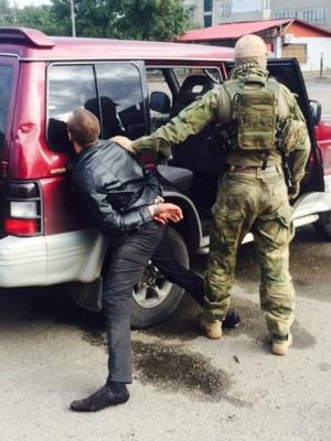 СБУ Буковини затримало злочинну групу, яка скуповувала зброю з АТО