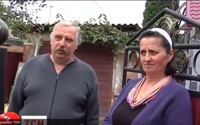 """""""Думала, що браму знесло"""", - подружжя з Чернівців виявило невідому вибухівку на своєму подвір'ї (ВІДЕО)"""