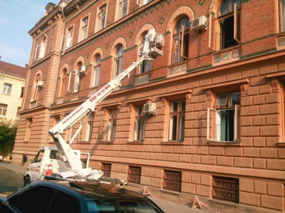 З фасаду Чернівецької ОДА обіцяють демонтувати кондиціонери