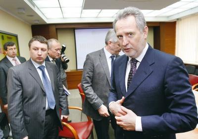 """Щоб позбавити Фірташа впливу на Буковині, """"фронтовикам"""" доведеться співпрацювати з БПП, - ЗМІ"""