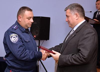Міністр Аваков у Чернівцях нагородив міліціонерів