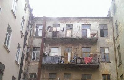 Пожежа у центрі Чернівців: загорілась квартира на 4 поверсі (ВІДЕО)