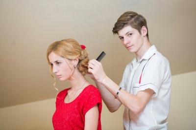 9-класник з Буковини з 12 років займається перукарською майстреністю