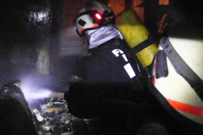 У вихідні в Чернівцях горіла квартира: рятувальники винесли з вогню пенсіонерку