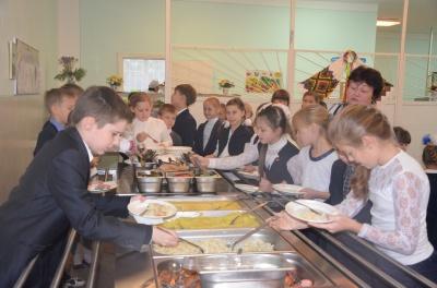"""Харчування за системою """"шведських столів"""" запровадили ще в двох чернівецьких школах"""