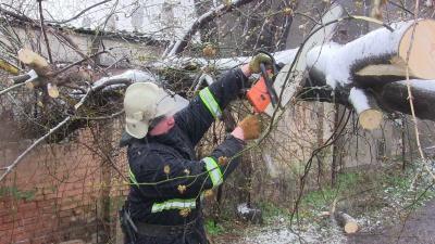 На Буковині електропостачання у селах відновили лише частково