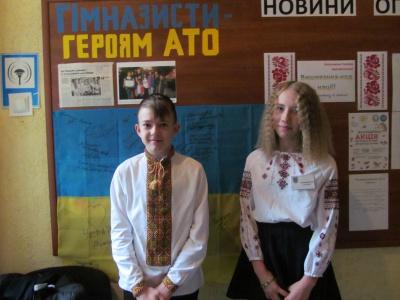 Учні гімназії №2 в Чернівцях вшанували воїнів АТО (ФОТО)
