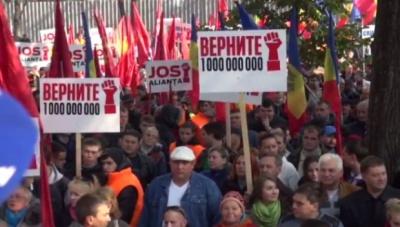 У Кишиневі тисячі людей блокують парламент