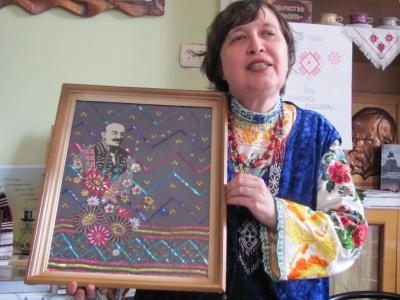 Буковинська поетеса і майстриня презентувала свою 17 книжку