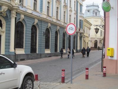 На вулиці Кобилянської у Чернівцях заборонили рух велосипедів