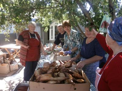 У Заставні вчотирнадцяте готують домашні страви для бійців АТО