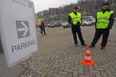 У Чернівцях за паркування сплачують 10 платників податку