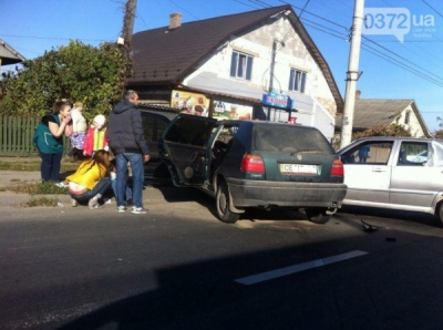 На вулиці Винниченка в Чернівцях зіткнулись два легковики (ФОТО)