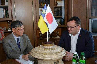 Чернівці відвідав посол Японії