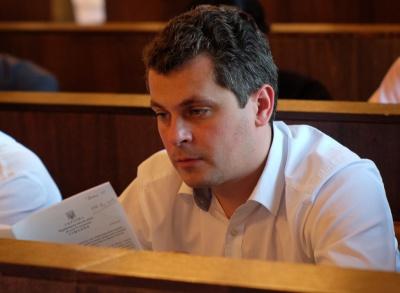 Депутат облради повідомив про смерть бабусі депутата-втікача у церкві в Чернівцях