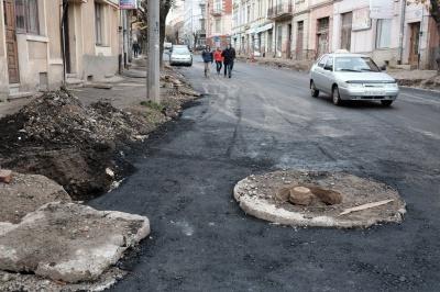 Вулицю Хмельницького в Чернівцях заасфальтували (ФОТО)