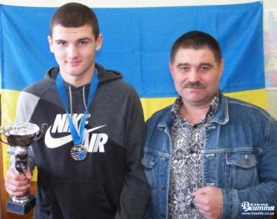 Буковинський боксер поїхав до Польщі за нагородою