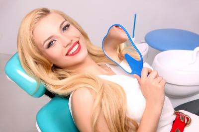 Відбілювання зубів: за та проти