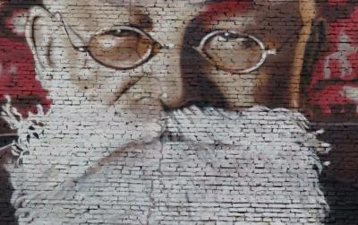 На фасаді будинку в центрі Києва намалювали величезний портрет Михайла Грушевського