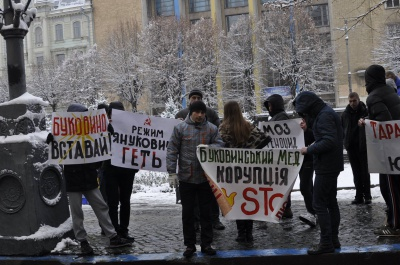 Група активістів у Чернівцях закликала не голосувати за ректора БДМУ Тараса Бойчука (ФОТО)