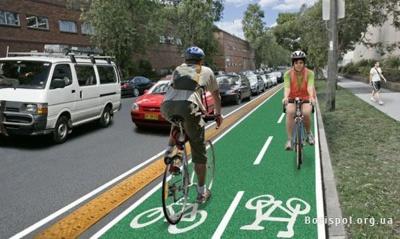 Чернівчани просять у міськради створити велодоріжки на широких вулицях міста