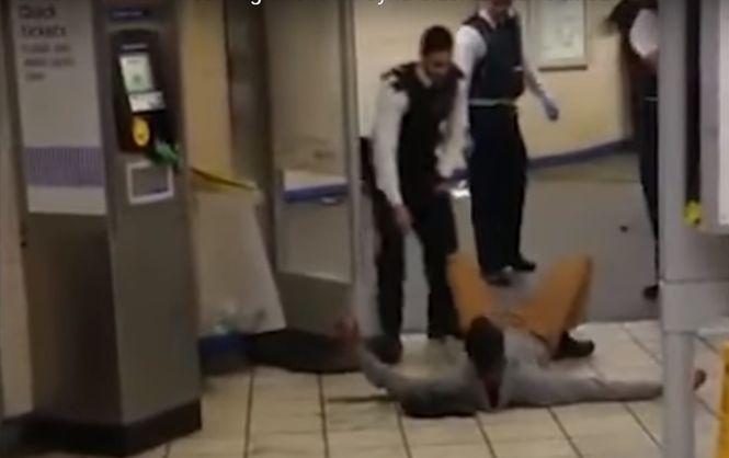 Влондонському метро чоловік зкриком «ЦезаСирію» порізав трьох людей