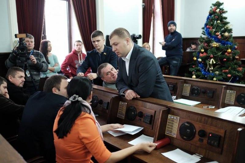 Депутати Чернівецької міськрада висловили недовіру уряду Яценюка