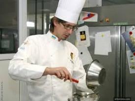 В Україні створили метрову ялинку з шоколаду (ФОТО)