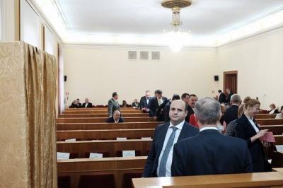 Вибори голови Чернівецької облради – підтвердження низької політичної культури, - експерт