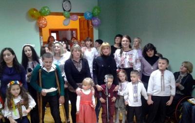 Дітям з ДЦП у Чернівцях купили реабілітаційні костюми
