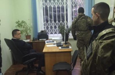 Депутат міськради розповів подробиці затримання двох податківців у Чернівцях