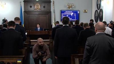 """Мережу розсмішило відео з фотографом """"МБ"""" на першій сесії міськради в Чернівцях"""