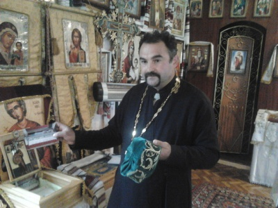 В церкви в Черновцах шапка святого, исцеляет от рака