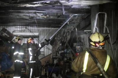 У Чернівцях горіла автомийка — пожежники врятували кілька машин