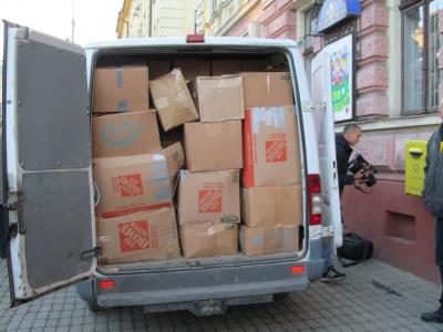 Українці з Америки передали для буковинських солдатів 20 тонн одягу (ФОТО)