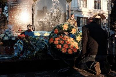 У Чернівцях відкрили пам'ятник загиблим десантникам (ФОТО)