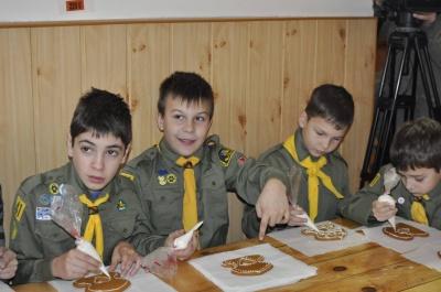 У Чернівцях дітей навчали виготовляти ялинкові прикраси та будинки з пряників (ФОТО)