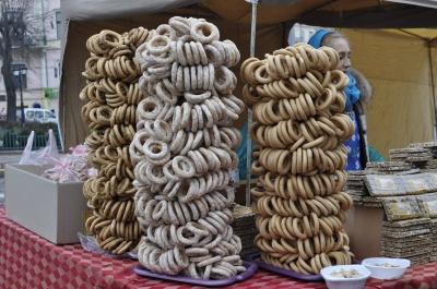 У Чернівцях на Центральній площі продавали солодощі (ФОТО)