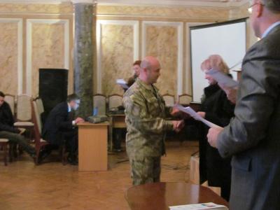 У Чернівцях військовослужбовцям вручили українсько-норвезькі дипломи